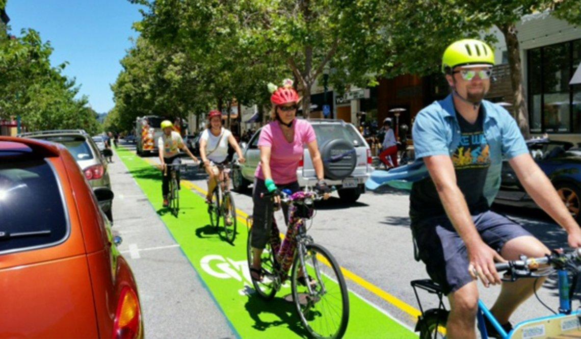 A green contraflow bike lane in Santa Cruz, California