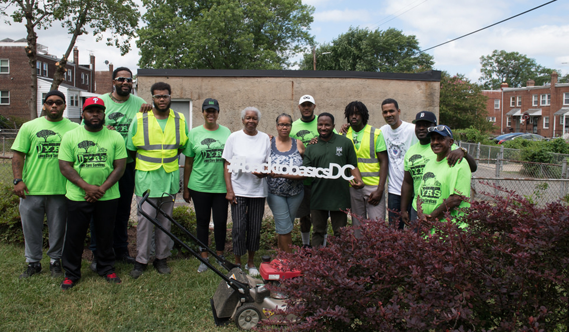 DC Mayor Muriel Bowser Visits With the Grass is Greener Lawn Crew