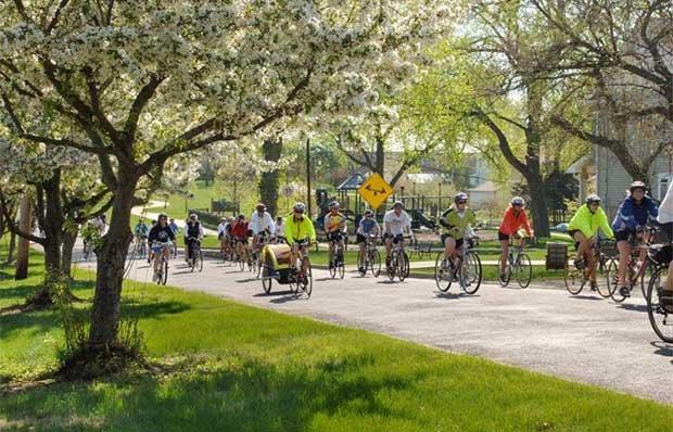 620-DM-Bike-Riders.jpg