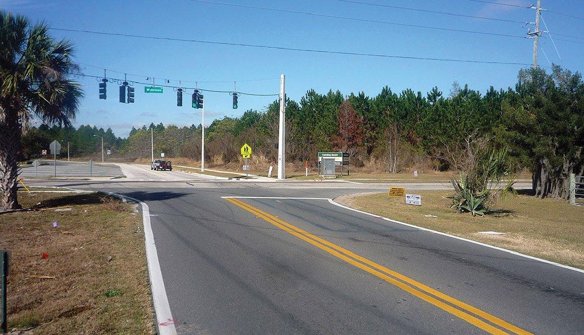 Winter Garden, Florida, Street, Suburban Road, Traffic Light, No Sidewalk, Livable Communities