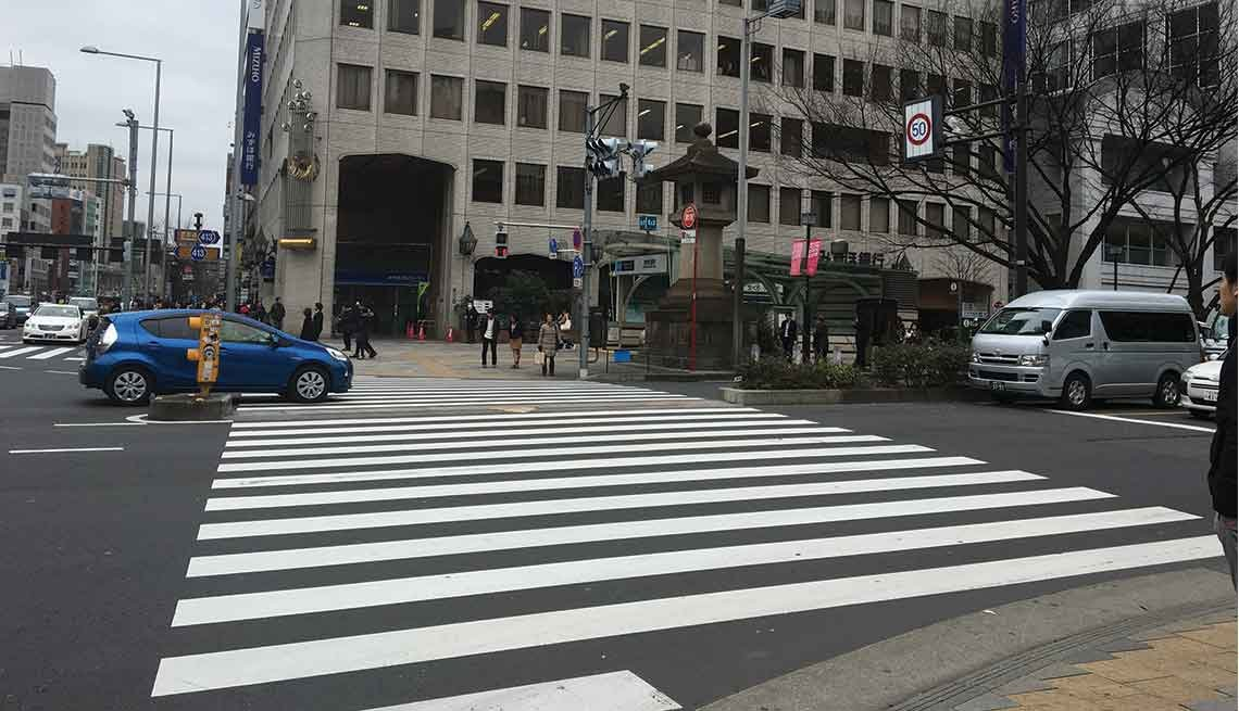 A very wide crosswalk in downtown Tokyo.