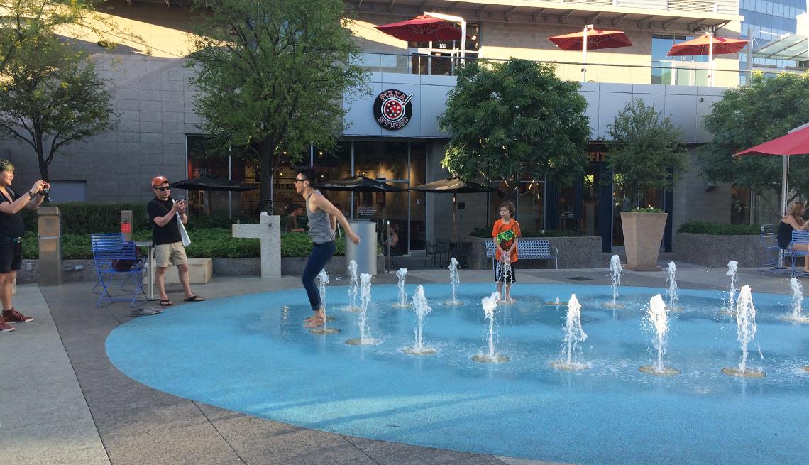 A splash fountain in Phoenix, Arizona