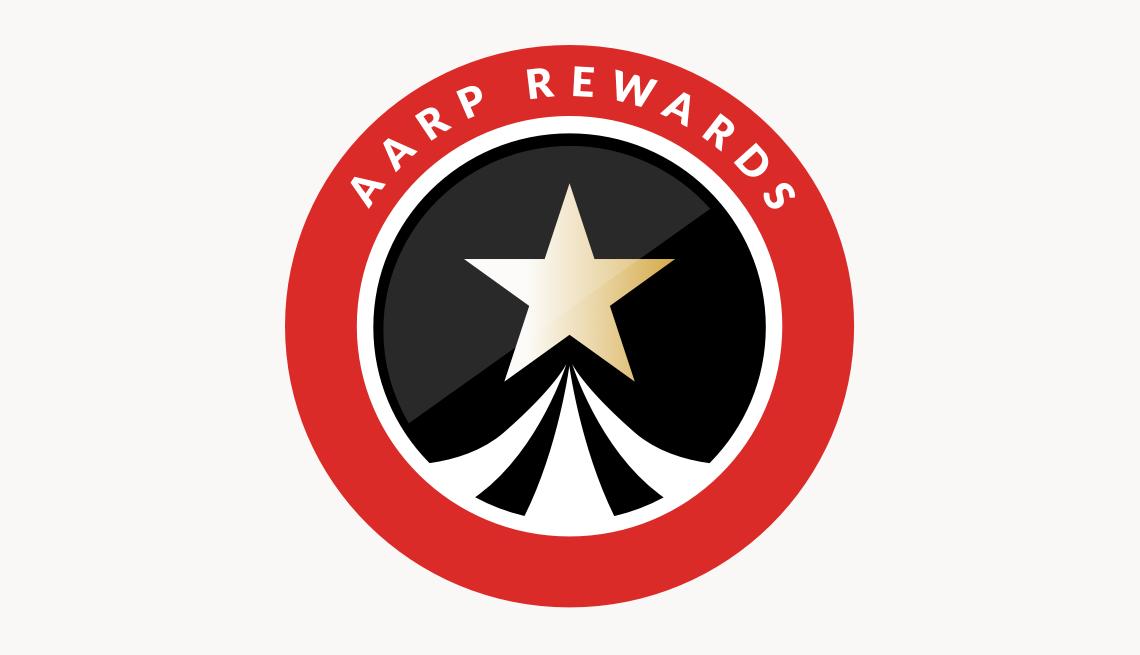 Emblema circular de AARP Rewards con estrella en el centro