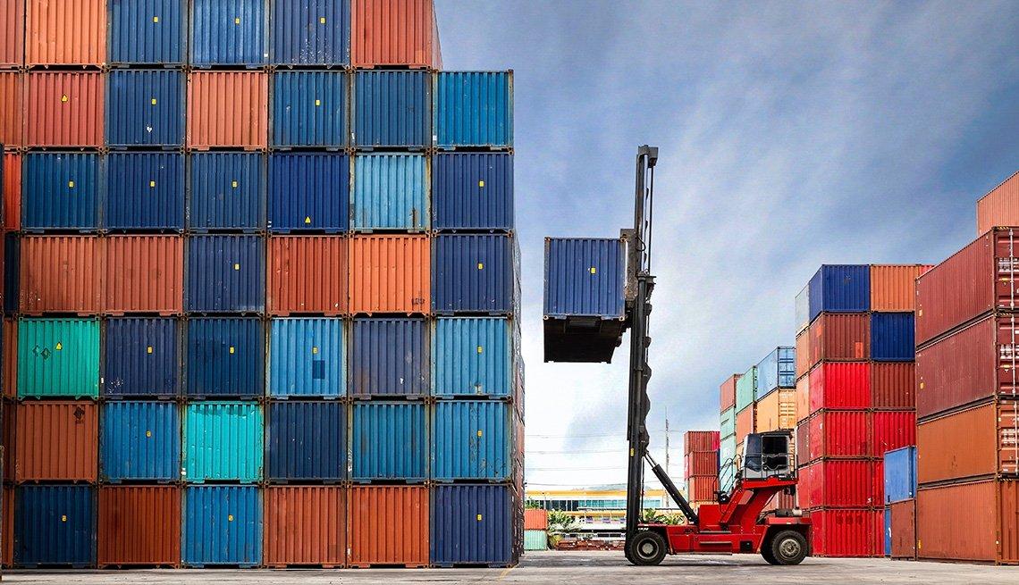 Contenedores de carga en un puerto