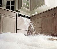 Una lavadora de platos dañada: Reparar o remplazar