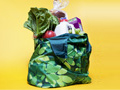 Bolsa reusable de supermercado llena de víveres