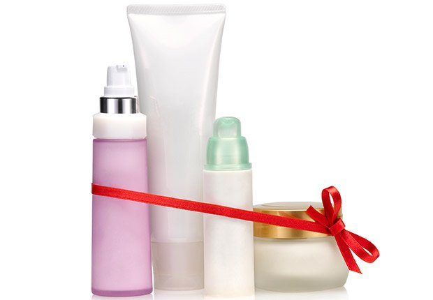 Cosmetic set gift, 13 Fabulous Freebies