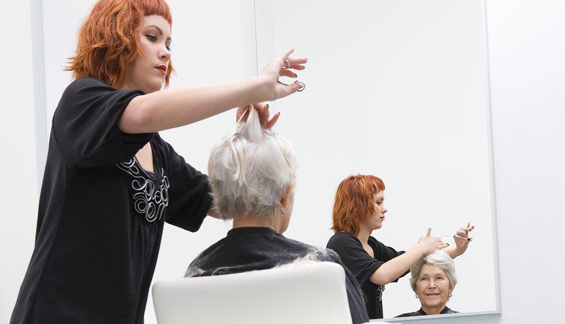 Descuentos en cortes de pelo para adultos mayores