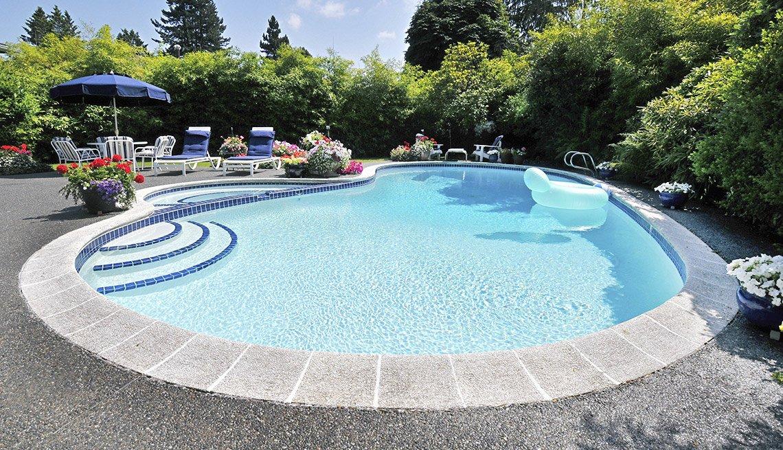 Servicios y compras costos ocultos fotos aarp for Costos de piscinas