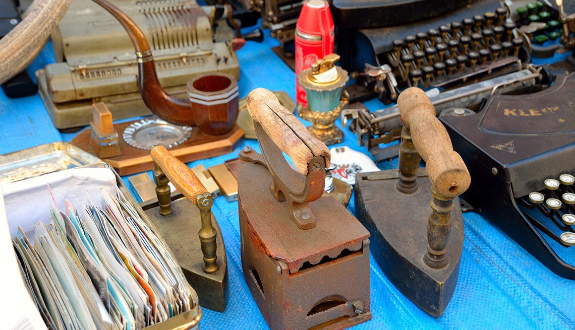 Easiest Things to Sell at a Yard Sale - Antiques