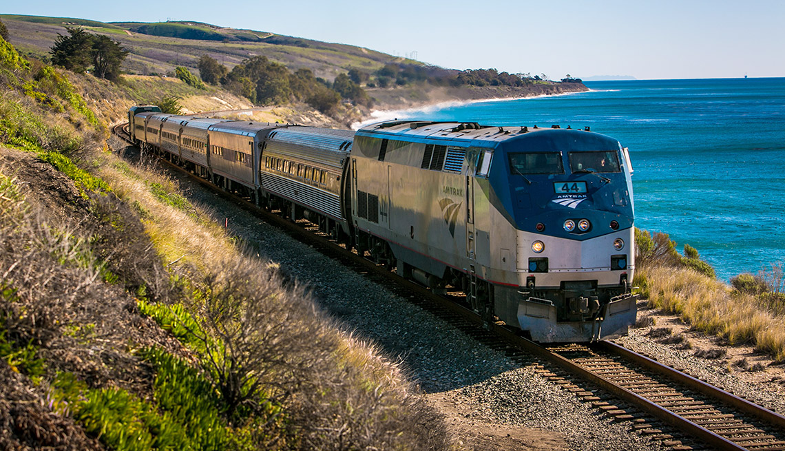 Tren de Amtrak y paisaje de fondo