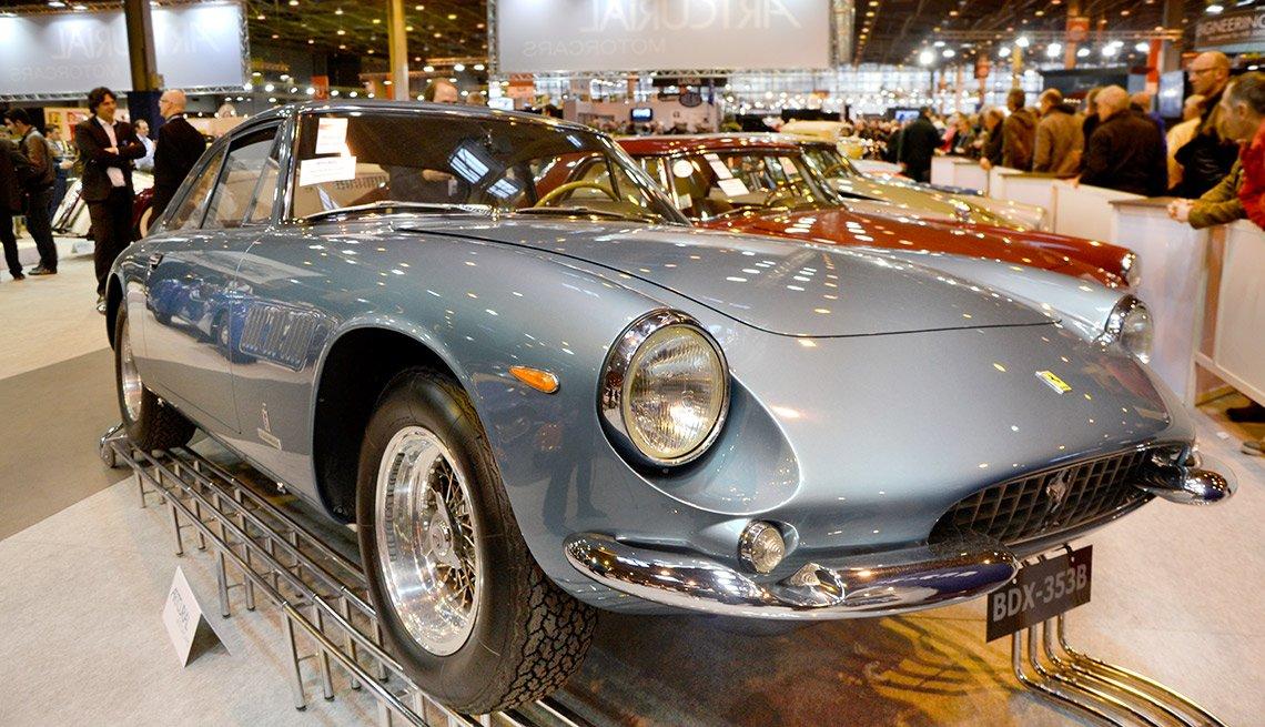 Carro clásico en exhibición - Subasta del Tesoro