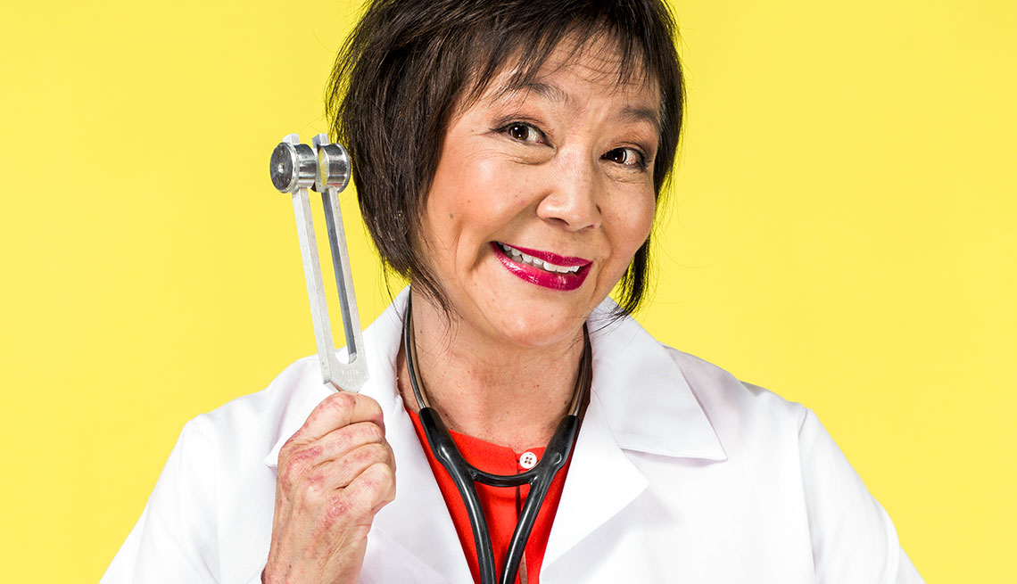 Retrato de la experta en salud, la doctora Charlotte Yeh con el segmento 99 formas de ahorrar