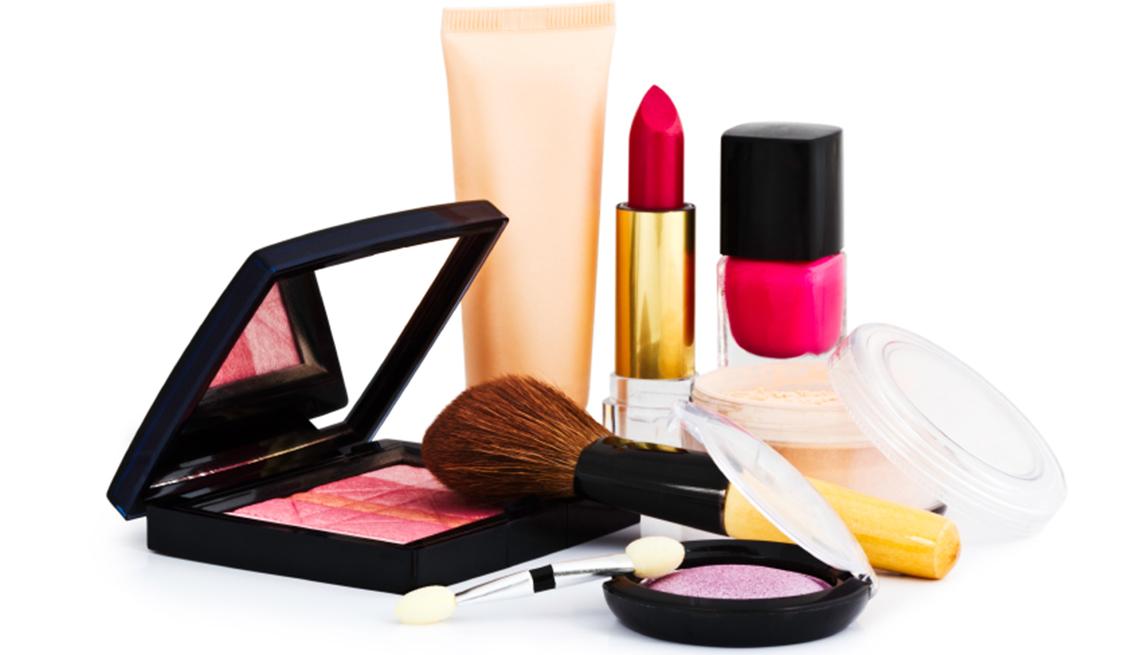 Varios elementos de maquillaje, y no te olvides de los descuentos de cumpleaños