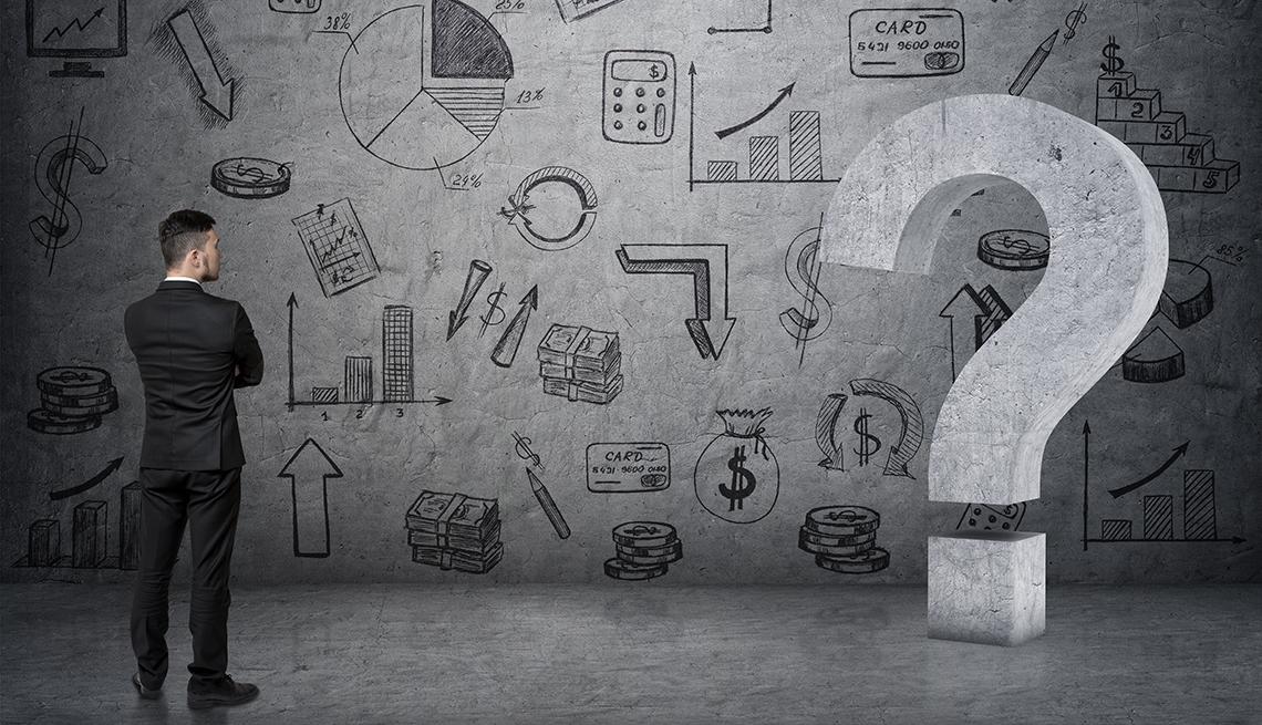 Hombre de espaldas viendo a una pared con gráficas estadísticas para preguntarse si sabe todo sobre el manejo del dinero