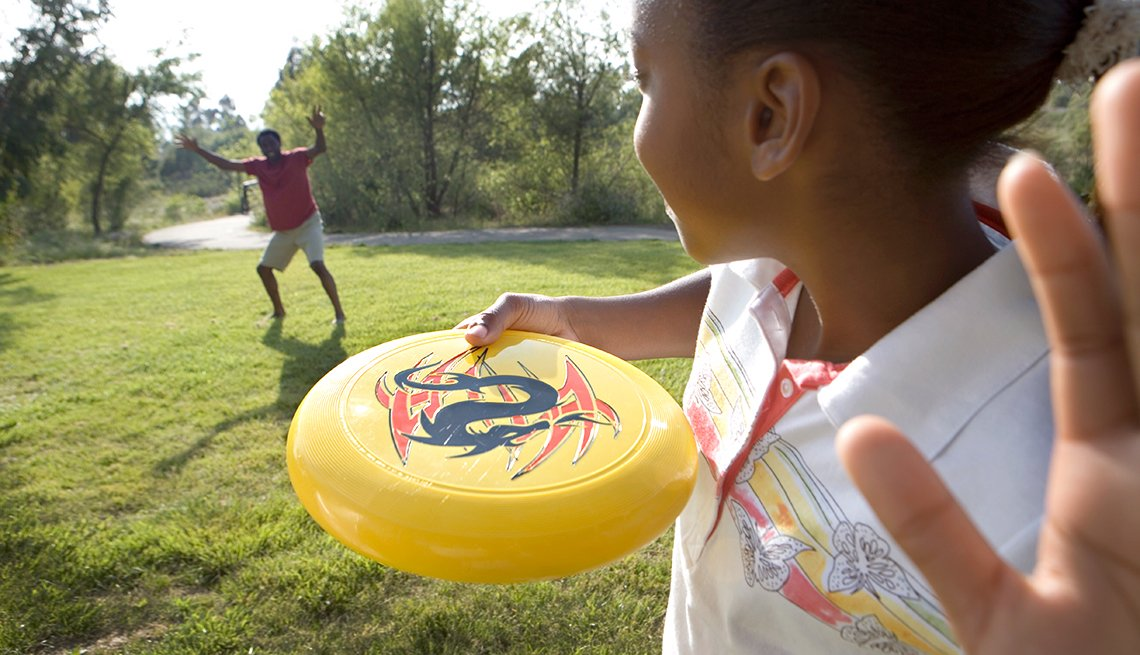 Fun Summer Things To Do With Grandkids - Frisbee Golf
