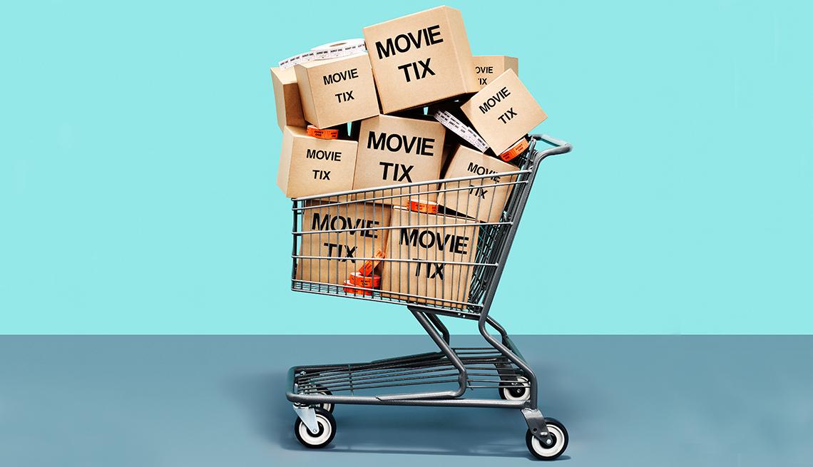 Carro de supermercado con cajas marcadas con las palabras en inglés, tiquetes para películas