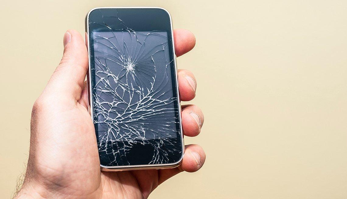 Teléfono celular con la pantalla rota, comprar nuevo o reparar?