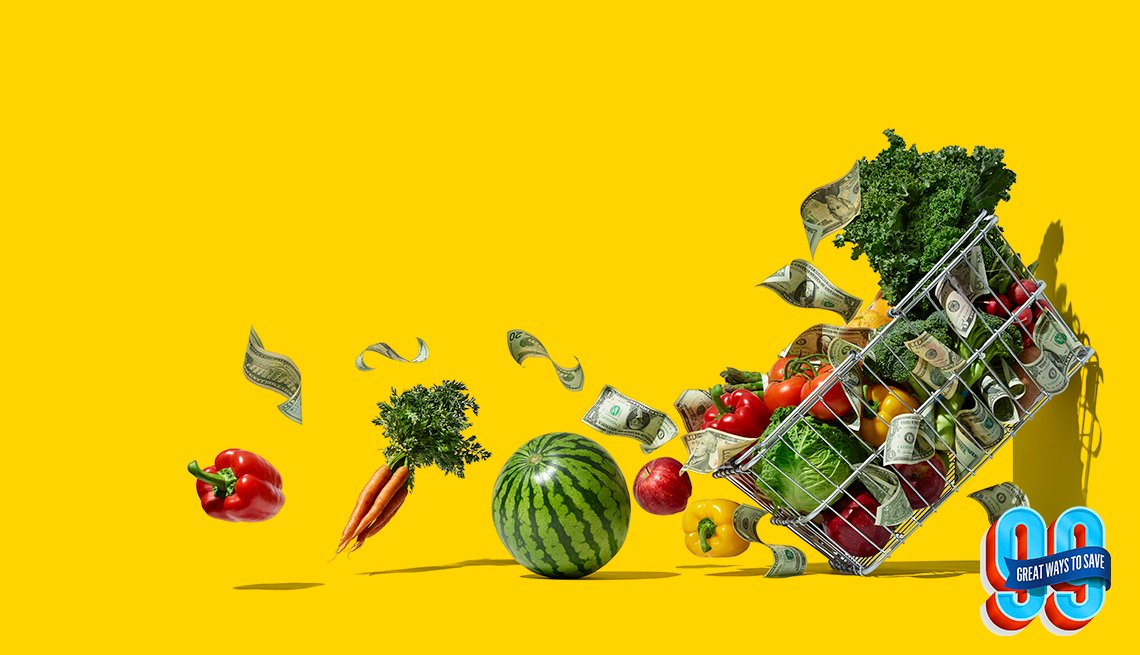 Verduras y frutas cayendo de un carro de compras