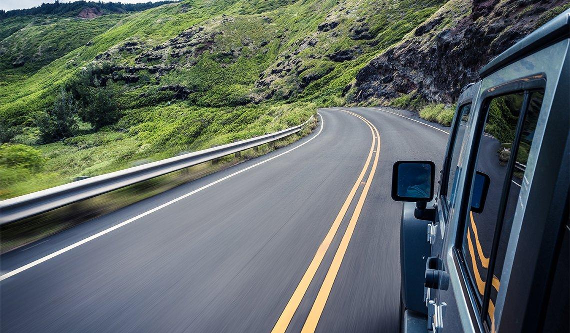 item 1 of Gallery image - Carro en una carretera