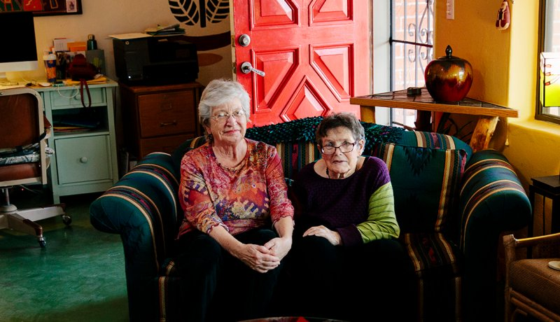 More Single Retirees Are Choosing to Live Together