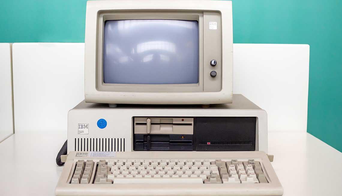 item 14 of Gallery image - Computadora personal XT de IBM en el Museo Nacional de la Ciencia y la Tecnología, Cataluña, España.