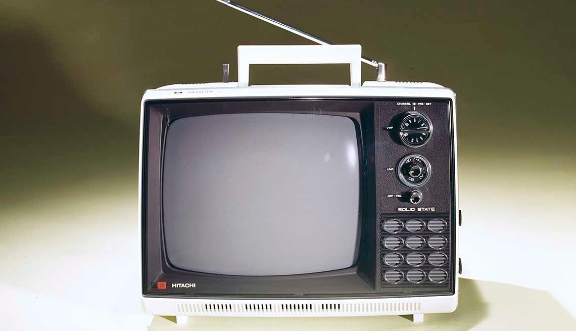 item 9 of Gallery image - Televisor portátil con antena, 1980.