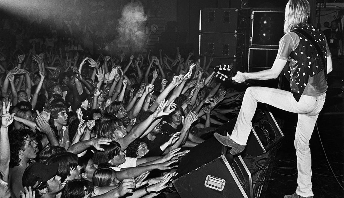 item 7 of Gallery image - Tom Petty en un concierto en el auditorio Civic, Santa Cruz, California, 1980