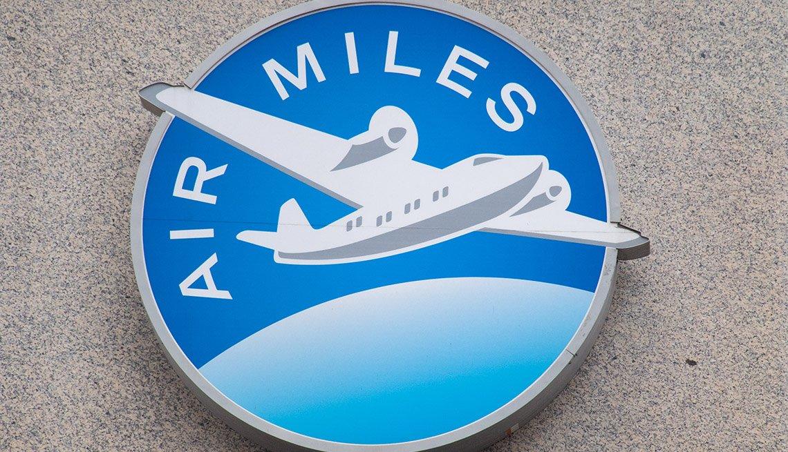 Logo de un programa de recompensa de millas de viajes aéreos
