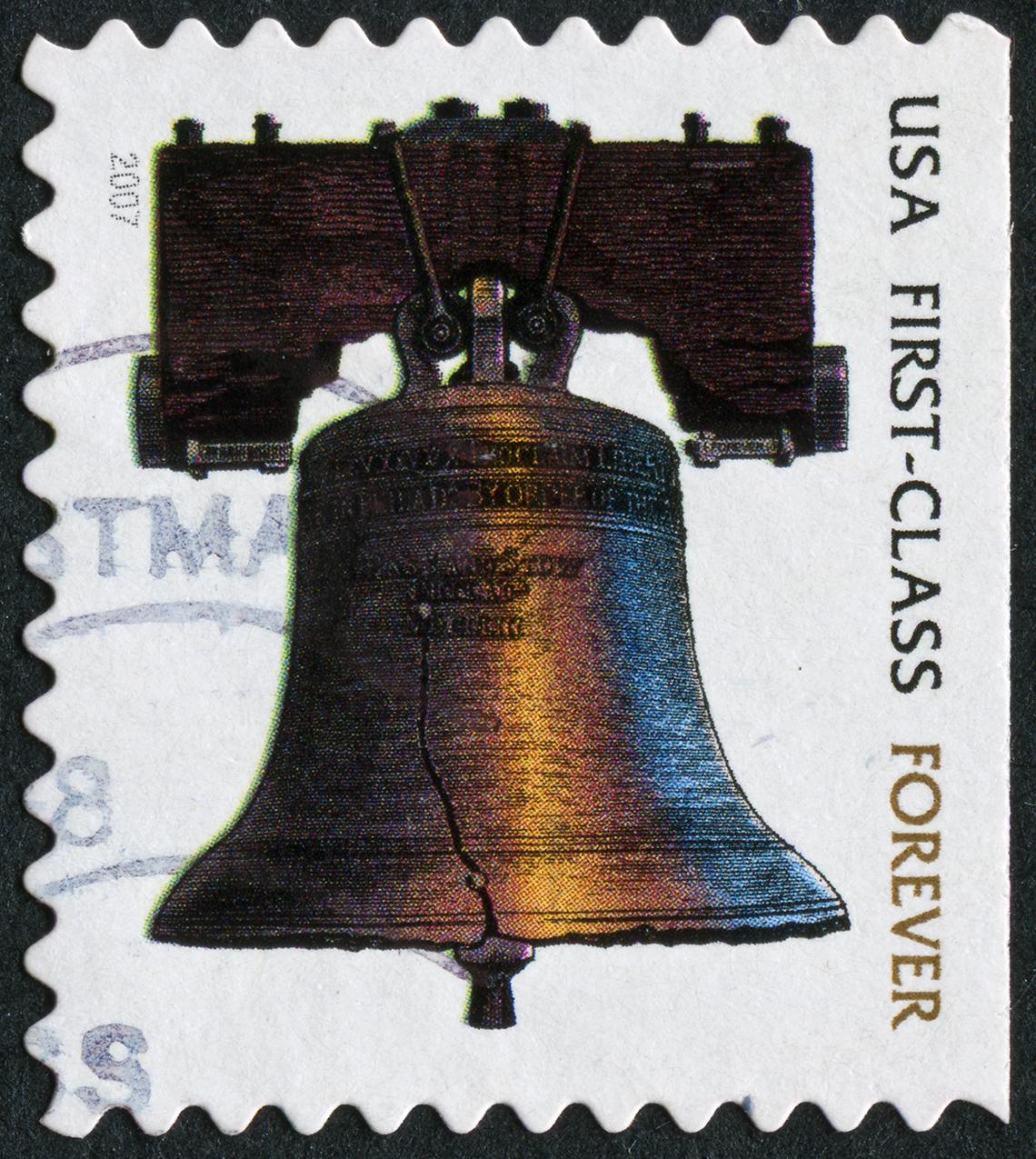 Estampilla de correo de primera clase con la campana de la Libertad