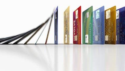 Tarjetas de crédito alineadas - Cómo mejorar su puntaje de crédito con estos simples secretos