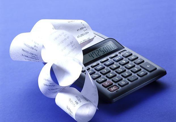 Calculadora con un recibo de papel