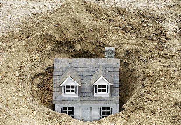 Casa de juguete enterrada