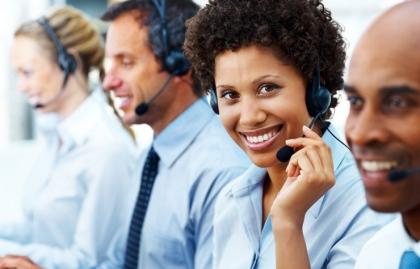 Mujer con audífonos - 7 cosas que usted debe nunca decir a Servicio al Cliente