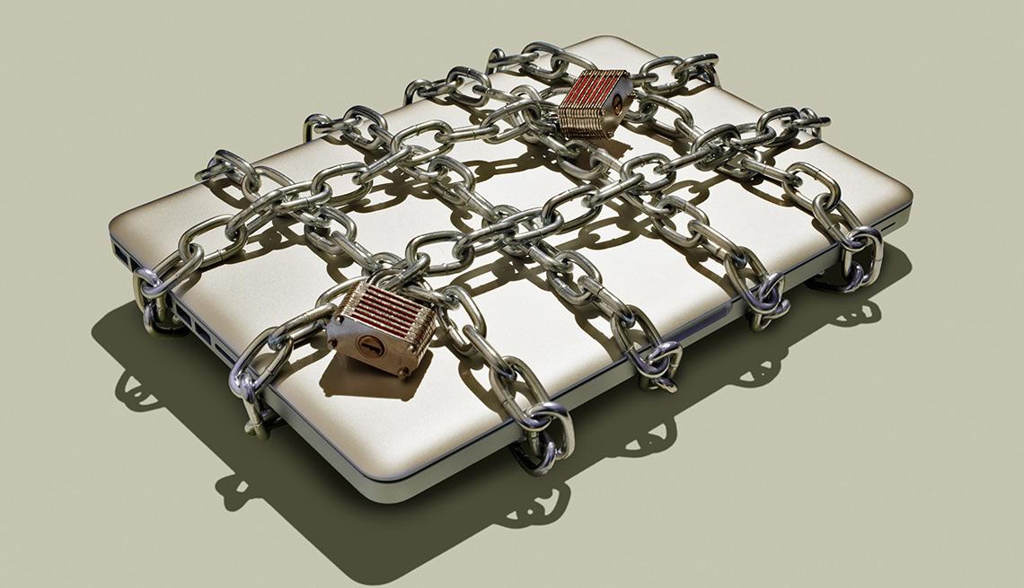 Computador con cadenas por encima y con candados - Errores en las compras navideñas con tarjetas de crédito