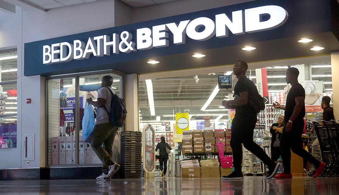Entrada a una de las tiendas de Bed Bath & Beyond - Devoluciones de las compras de navidad