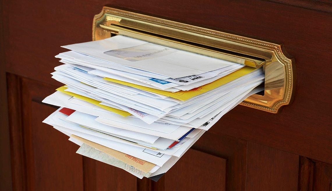 Buzón de correo de puerta en una oficina - Errores comunes con las tarjetas de crédito
