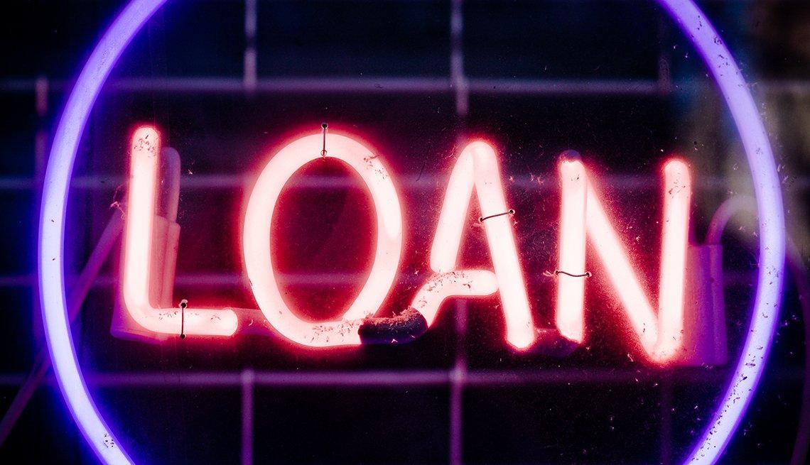 Letrero neón con la palabra préstamo en inglés - Errores comunes con las tarjetas de crédito