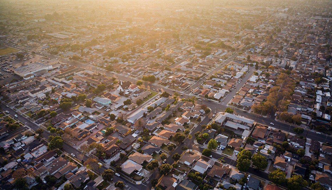Foto aérea de un barrio del sur de California