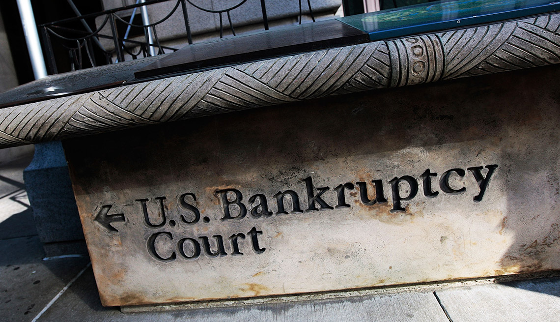 A sign  with an arrow pointing left to U.S. Bankruptcy Court in lower Manhattan