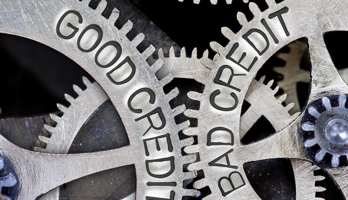 Mecanismo de ruedas metálicas que se ajustan una a la otra y con las palabras buen crédito, mal crédito