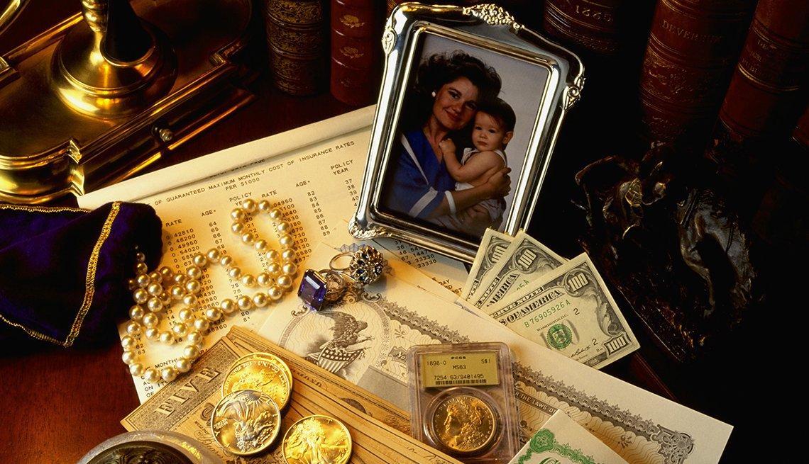 Reliquias y dinero de una familia.