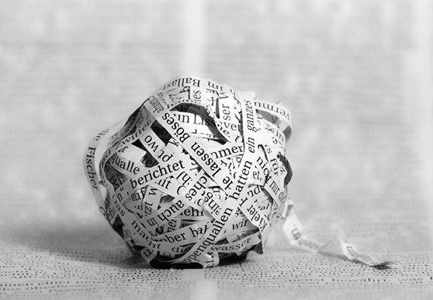 Una bola de recortes de papel  - Movimientos malos de dinero