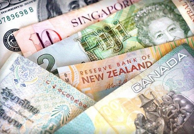 Billetes de diversos paises - Movimientos malos de dinero