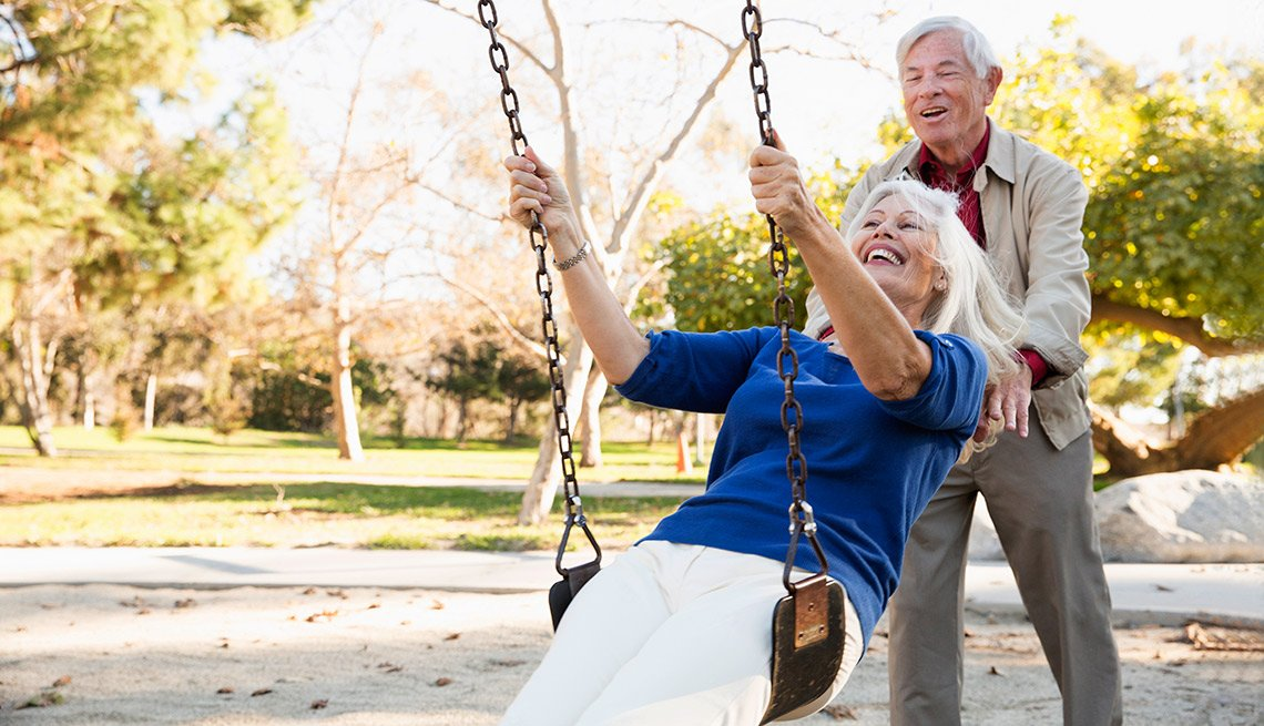 5 Financial Rules of Thumb, couple on a swing