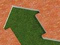 Ilustración de una flecha en pasto rodeada de un fondo de ladrillos - Cómo pagar tu hipoteca por anticipado