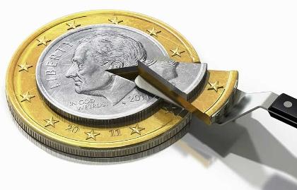 Pastel en forma de moneda con una cuchara sacando un pedazo - Cómo darle menos al IRS después de cumplir 70 años y medio