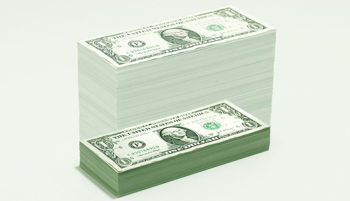 Dólares apilados en forma de columna