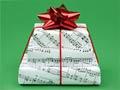 Regalos envueltos en hoja de música - 10 secretos para ahorrar en estas vacaciones