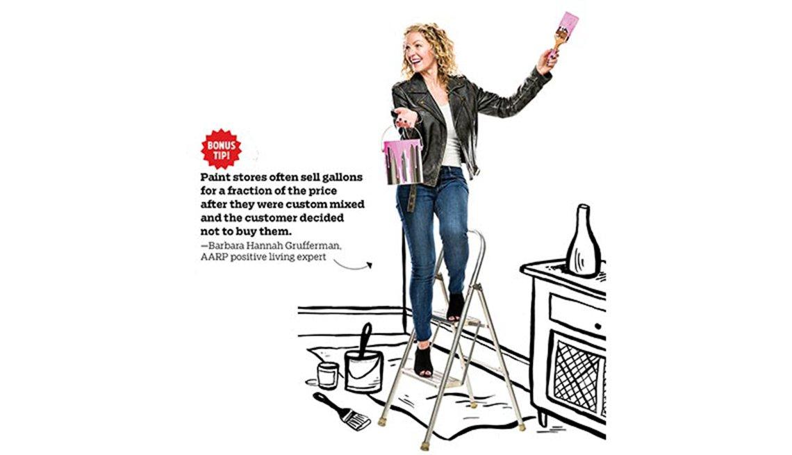 Experta de finanzas Barbara Hannah Grufferman con un cubo de pintura en la mano muestra algunas maneras de ahorrar